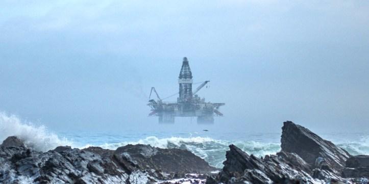 oil-rig-clyde-thomas-jKK6kjyMdpk-unsplash